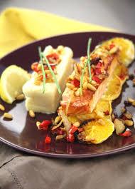 cuisiner pavé saumon pavé de saumon aux poivrons et pignons sur lit d orange envie de