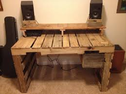 How To Make A Computer Desk Build A Computer Desk From Pallets Wooden Pallet Furniture
