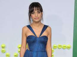 how does natalie morales style her hair morales hits out at photographer who snapped under her skirt