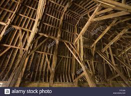 uk oxfordshire faringdon great coxwell 14th century tithe barn uk oxfordshire faringdon great coxwell 14th century tithe barn interior roof stucture
