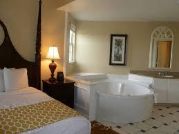 whirlpool im schlafzimmer schlafzimmer der suite mit integriertem whirlpool hotel