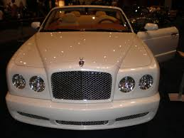 white bentley cars file 2009 white bentley azure front jpg wikimedia commons