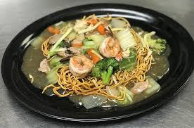 cuisine yum yum ราดหน าหม กรอบ rad na mee grob yum yum tassanee s