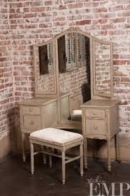Antique Vanity Table 103 Best Vanity Images On Pinterest Vintage Vanity Painted