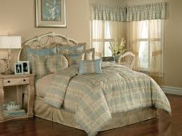 Blue And Beige Bedrooms by Bedroom Master King Size Bed With Checkered Bedding Set Blue