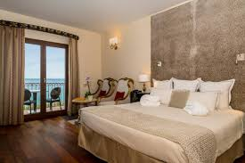 hotel chambre deluxe room hotel demeure loredana four luxury hotel
