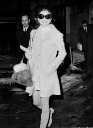 jackie kennedy onassis u0027s airport style is still the height of chic