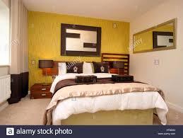 Schlafzimmer Lampe Nachttisch Wohngebäude Schlafzimmer Wand Funktion Grün Gelb Spiegel