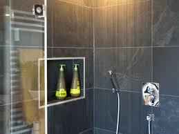 schiefer badezimmer moderne schiefer dusche jonastone naturstein feinsteinzeug