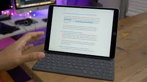 the smart keyboard makes the 10 5 inch ipad pro a better device