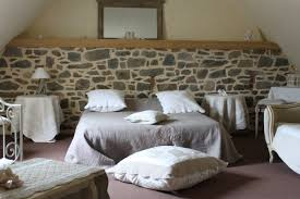 chambre d hote insolite bretagne hébergements touristiques les ecuries de kerbalan