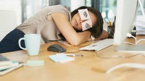 sieste au bureau la relation étonnante entre la sieste et le bonheur
