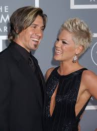 carey hart hair pink and carey hart s cutest pictures popsugar celebrity photo 15