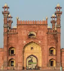 main door file main door of badshahi mosque jpg wikimedia commons