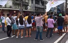 Manifestantes realizam protesto contra reajuste da passagem na ...