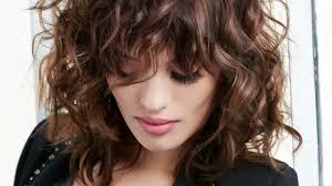 cheveux rouge acajou cheveux brun rouge un look flamboyant femme actuelle
