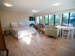 Laminate Flooring Nz Terry And Cindy U0027s Bed And Breakfast Bed U0026 Breakfast B U0026b In