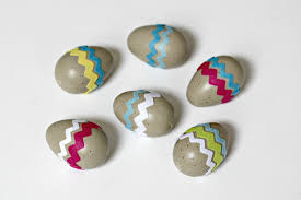 Decorate Easter Eggs Using Stickers by 2 Beautiful Ways To Decorate Wood Eggs For Easter Organize And