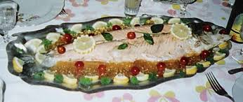 cuisiner un saumon entier saumon entier froid les recettes de pyrie