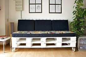 canapé sur roulettes comment fabriquer un canapé en palette tuto et 60 idées