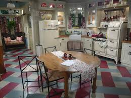 set pieces a hollywood midwest style mashup on u0027hot in cleveland