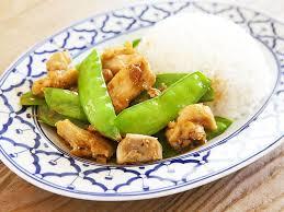 cuisiner les pois mange tout sauté de poulet et pois mange tout