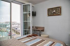 chambre des m騁iers ile de chambre sur le port vue mer hotel vue mer yeu chambres d hotel