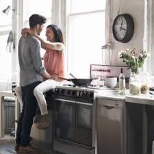 qui fait l amour dans la cuisine quelle est le jour préféré pour faire l amour