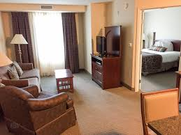 2 bedroom suite seattle feeling at home with staybridge suites seattle north everett