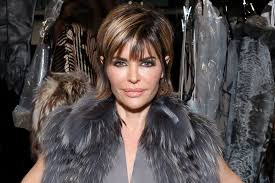 lisa rinnas hairdresser lisa rinna s new hairstyle is dramatic video the daily dish