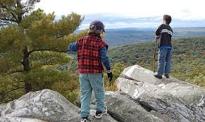 Scenic hiking spots out west in ma trails in massachusetts