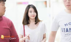 iu spotted with new hairstyle for the first time at suzy u0027s fan
