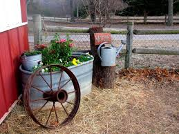 Rustic Landscaping Ideas by Best 25 Vintage Garden Decor Ideas On Pinterest Vintage