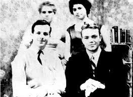 Oswald Backyard Photos Lee Harvey Oswald Lone Assassin Or Patsy