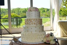 4 things your wedding cake vendor wishes you knew