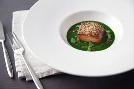 cuisiner pavé de saumon poele recette de pavé de saumon poêlé au sésame purée de cresson basilic