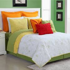 White Bedspread Bedroom Ideas Bedroom Wonderful Green Wall And Captivating White Bedspread On