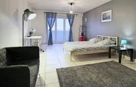 location chambre strasbourg chambre meublée avec coin salon et un accès terrasse
