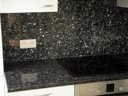 plan de travail cuisine noir pailleté int rieur granit plan de travail en granit noir plaque de
