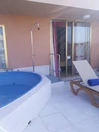 chambre avec piscine priv la terrasse d une chambre deluxe avec piscine privée photo