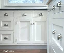 where to place knobs on kitchen cabinets kitchen cabinet door pulls kitchen cabinet door knob location