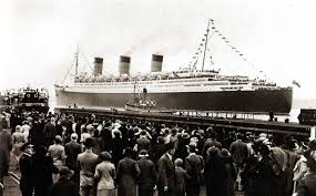 cunard white star liner u0027queen mary u0027 leaves southampton uk on