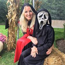 kim hopkins hosts a spooky u0026 stylish halloween party in sag harbor