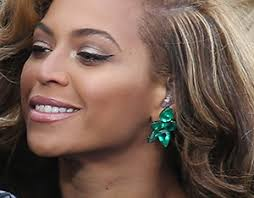 beyonce earrings beyonce s emerald earrings cost more than your house with