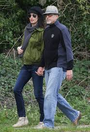 George Clooney Home In Italy Amal And George Clooney Spotted Walking In Berkshire 31 03 2017