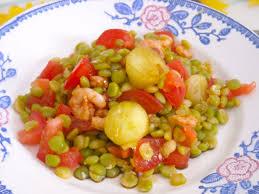 cuisiner des pois cass salade de pois cassés aux crevettes marinées meringues et comté