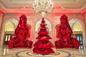Christmas Decorations In Las Vegas Christmas Trees At Luxury Hotels Around The World Pursuitist