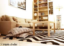 benuta tappeti cucire un copricuscino e rinnovare il salotto con un tappeto