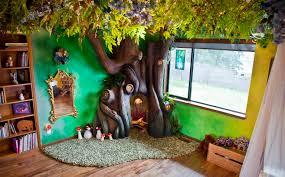 chambre dans un arbre il construit un arbre dans la chambre de sa fille image