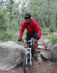 biking shell jacket review high and dry with the endura xtract jacket singletracks